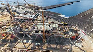 Međusobno optimalno usklađeno rešenje PERI oplata i skela, prilikom realizacije zgrade putničkog terminala u luci Gaženica, omogućilo je brz i nesmetan napredak radova.