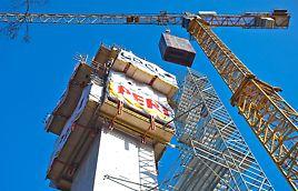 Voor de uitvoering van de verticale betonnen toren gebruikte PERI het RSC klimbekistingssysteem voor de buitenzijde van de toren