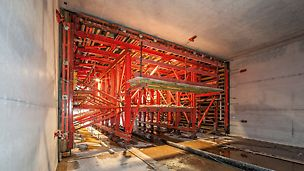 VARIOKIT Tunnelschalwagen im Einsatz beim Bau des U-Bahn-Tunnels U4 in Hamburg