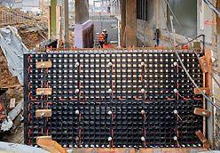 Wanden bekisten doe je met de panelen van PERI DUO. Je kan meerdere panelen op elkaar plaatsen om de hoogte te bereiken die je wenst.