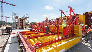 Auch der Schalwagen zur effizienten Herstellung der Längskanäle wurde projektspezifisch bis ins Detail geplant und werksseitig weitestgehend auf Basis von PERI Systembauteilen gefertigt.