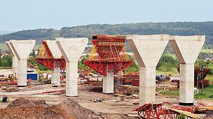 Autobahnbrücke Trmice, Aussig, Tschechien - Für die 1.083 m lange Autobahnbrücke Trmice bei Aussig in Tschechien wurden 59 Brückenpfeiler mit PERI Schalung wirtschaftlich hergestellt.