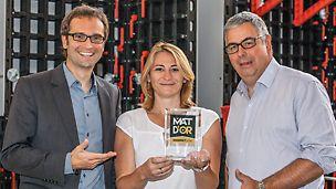 Produktmanager Helmut Bächle (PERI Weißenhorn), Marketing Koordinatorin Stéphanie Derouet und der Leiter des technischen Büros Thierry Chancibot (beide PERI Frankreich) freuen sich über den Preis.