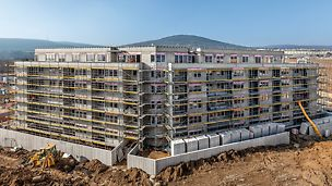 Malé Krasňany, Bratislava - Na objekty bytového domu 03 a 05 bolo dodaných celkovo 10 000 m² lešenia PERI UP T 72.