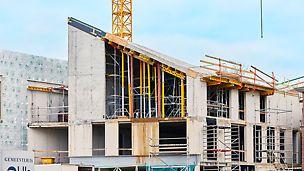 De bijzondere dakconstructie met torsie moest door 4 wanden gedragen kunnen worden. Werken met predallen was geen optie. PERI werkte een pasklare en haalbare oplossing uit met VARIODECK.