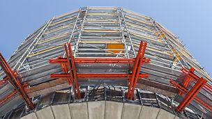 PERI UP Rosett Flex Schutz- und Arbeitsgerüst, welches um das Getreidesilo vom Henningen Turm herum errichtet wurde, um diesen zurückbauen zu können.