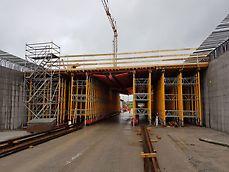 Die Deckenschalung für die Röhre Fahrrichtung Bern hat eine Spannweite von 17.52m