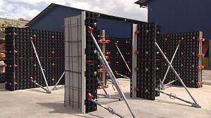 På bauma 2016 presenterade PERI sin innovation DUO – gjutformen för väggar, pelare och valv. Den är extremt lätt och kan hanteras utan kran. Underhållsarbete på formelementen kan snabbt och smidigt utföras på plats.