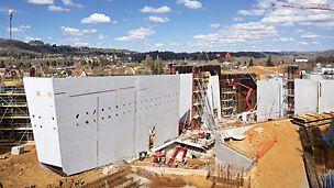 Návštěvní centrum Lascaux IV: Celkový pohled na komplex. Vysoké požadavky na kvalitu betonového povrchu byly zcela splněny prostřednictvím rámového bednění TRIO.