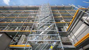 Durch den Rosetten-Knoten am Rahmen lässt sich das Rahmengerüst mit den Systembauteilen des Modulgerüsts PERI UP Flex kombinieren.