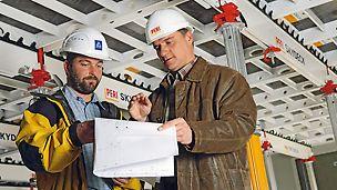 Um den Schalungseinsatz von Anfang an effizient zu gestalten, wird das Baustellenpersonal von erfahrenen PERI Richtmeistern eingewiesen und angeleitet.