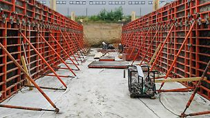 Tunel a Heberhaus v areáli VW Slovakia, a.s., Devínska Nová Ves - Steny boli riešené systémovým obojstranným debnením TRIO