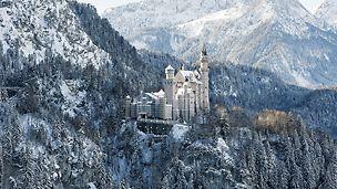 Zámek Neuschwanstein: Zámek Neuschwanstein je jednou z nejznámějších pamětihodností Německa, s cca 1,5 milionem návštěvníků z celého světa.