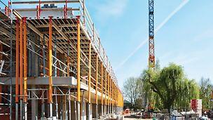Divers systèmes PERI ont été déployés pour la construction de la nouvelle école Dagpauwoog à Koningshooikt, notamment le coffrage de voile et de poteaux TRIO.