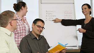 PERI employees in a language course