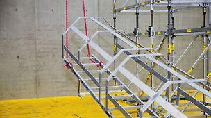 Vormontage der Leiter mit Leiteranschlüssen und Rückenschutz am Boden.