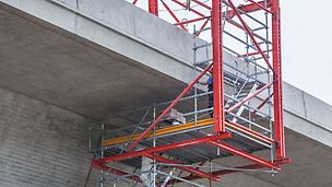 Due to site-compliant system combinations of the VARIOKIT Engineering Construction Kit and the PERI UP Flex Modular Scaffolding System, flexible and project-specific, optimized site solutions are possible.