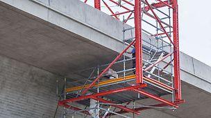 Durch baustellengerechte Systemkombinationen des VARIOKIT Ingenieurbaukastens mit dem PERI UP Flex Modulgerüstsystem sind flexible und projektspezifisch optimierte Baustellenlösungen möglich.