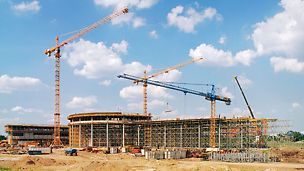 Podružnica DaimlerChryslera u Varšavi, Poljska - nedaleko od centra Varšave gradi se nova glavna uprava automobilskog koncerna i podružnica Mercedes-Benza s prodajnim salonom i radionicama.