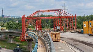 Rampenbrücke der B 30 am Autobahndreieck Neu-Ulm, Deutschland