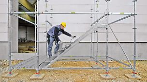 Die Montage erfolgt ohne Werkzeug: Die zweite Stufe wird durch Einsetzen und Drehen zugfest mit der vorherigen Stufe verbunden.