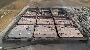 24 Fußballfelder groß, 17 m hoch und Raum für insgesamt 13,2 Mio. Barell Öl: Im südafrikanischen Saldanha Bay entstand ein riesiges Rohöl-Tanklager mit zwölf 110 m x 110 m großen Tanks.