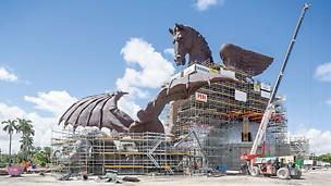 Scultura di Pegaso, Miami, USA - Con la soluzione PERI UP è stato possibile assemblare e saldare sul posto più di 1.000 elementi in bronzo.