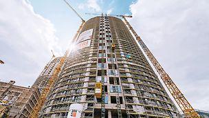 Das Großprojekt SKY PARK bildet das neue kulturelle Epizentrum Bratislavas – beim Bau der Wohnkomplexe kamen neben individuellen Gerüstlösungen auch das PERI RCS Schienenklettersystem in Kombination mit der VARIO GT 24 Träger-Wandschalung zum Einsatz. (Foto: Penta Real Estate)