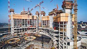 Porta Nuova Garibaldi, Mailand, Italien - Die jeweils drei Stahlbetonkerne der zwei Hochhaustürme werden mit zwei ACS Selbstklettervarianten gefertigt.