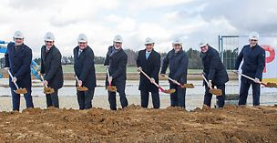 Official groundbreaking ceremony for the next expansion phase of the PERI scaffolding plant in Guenzburg, Bavaria (f. l. t. r.): MDL Dr. Hans Reichart (Member of the federal state parliament), Dr. Fabian Kracht (Managing Director Finance and Organisation), Leonhard Braig (Managing Director Product and Technology), Dr. Rudolf Huber (Chief Executive Officer), Gerhard Jauernig (Lord Mayor Guenzburg), MDL Alfred Sauter (Member of the federal state parliament), Alexander Schwörer (Managing Director Sales), Stephan Finkel (Managing Director Plant Guenzburg).