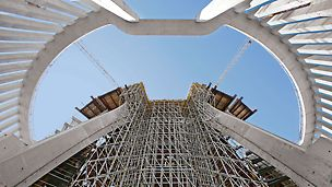 Temple of Divine Providence, Warsaw, Poland - With the help of the PERI UP Rosett modular scaffold system, 24-metre high shoring was erected at the main entrance of the temple. Even at large heights, up to 40 kN per leg could be safely and reliably transferred.