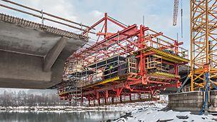 Most Harpe Bru, Sør-Fron, Nórsko  – VARIOKIT a PERI UP