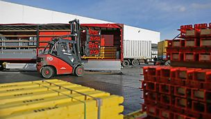 PERI loģistikas serviss nodrošina precīzas materiāla piegādes, optimizējot transporta izmaksas.