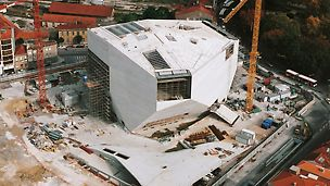 "Casa da Música, Porto, Portugal - dovršetak grube gradnje projekta predstavljenog povodom spektakla ""Porto 2001 – europski glavni grad kulture""."
