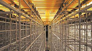 Palácio do Gelo, Viseu, Portugal - Visão geral do escoramento ROSETT e da cofragem tipo MULTIFLEX.