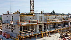 Obytný súbor Škultétyho, Bratislava, Slovensko - Obytný súbor pozostávajúci z 2 podzemných a 6 - 8 nadzemných podlaží, ktoré rastú v dvoch etapách. 1. etapa pozostáva zo 4 bytových domov. 2. etapu tvorí 5 bytových domov. Zaujímavosťou projektu je rozličná výška bytových domov, pričom niektoré horné podlažia sú tzv. ustúpené - penthousy.