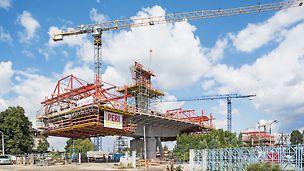 Viadukt Eisenbahnknoten Krakau-Płaszow - Maßgeschneiderte Lösung durch flexible und modulare Anpassung des Systems.