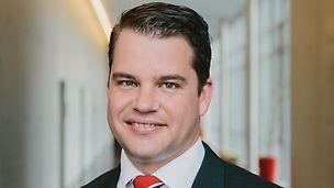 Porträt von Dr. Fabian Kracht, dem Geschäftsführer Finanzen und Organisation der PERI GmbH im Bereich Personal