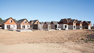 Sídliště Los Portones de Linares, Chile: Výstavba 350 rodinných domků probíhala v pravidelném dvoudenním taktu.