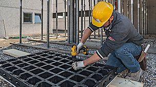 Ważna cecha systemu DUO: łatwa wymiana poszycia umożliwia szybki remont deskowania – bez specjalistycznych narzędzi i wiedzy fachowej.