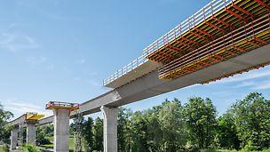 Most přes údolí Porubky, Ostrava: Bednění spřažené mostovky pomocí spodních vozíků VARIOKIT.