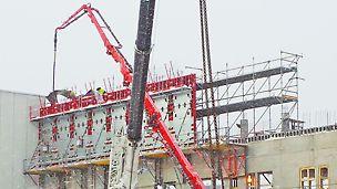 FB 180 -niveltyötasot toimivat seinämuottien tasoina kerros kerrokselta.