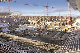 A 106 fm hosszú fejépület szerkezetének építése során összesen 14.000 nm födémzsaluzat lett felhasználva, melyből 4 emeletnyi födém szintenként 3.000 négyzetmétert, a parkoló födéme pedig 2.000 négyzetmétert tett ki.