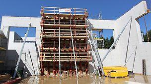 Ansicht einer eingeschalten Etappe sowie fertiggestellte Wände