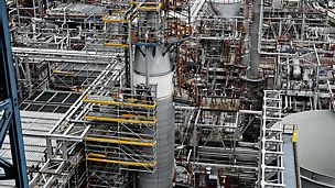 Refineria Petronor Muskiz, Vizcaya, Spain: In complex maintenance projects PERI industrial scaffolding solutions offer safe and flexible access to all structures on industrial plants, such as at the refinery Petronor Muskiz in Spain.