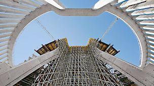 Os andaimes PERI podem ser utilizados de formas diversificadas. Sejam andaimes de fachada ou industriais – a grande flexibilidade resulta numa elevada aplicação do material.