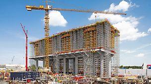 Kraftwerk Belchatow, Polen - Das zweigeschossige Tragwerk mit 25 Metern Höhe nimmt die Sorptionsanlage für die Rauchgasentschwefelung auf.
