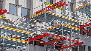 Ristrutturazione con sistemi PERI: la soluzione del progetto, fatta su misura, si basava su due sistemi di impalcature di servizio PERI combinabili tra loro: VARIOKIT e PERI UP