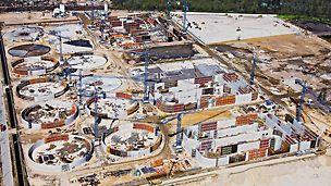 Großkläranlage Czajka, Warschau, Polen - In nur zwei Jahren Bauzeit entstehen auf einer Fläche von 80 Fußballfeldern insgesamt 120 Einzelbauwerke.