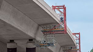 Two mobile PERI Suspended Scaffolds provided optimal access to the underside of a motorway bridge.
